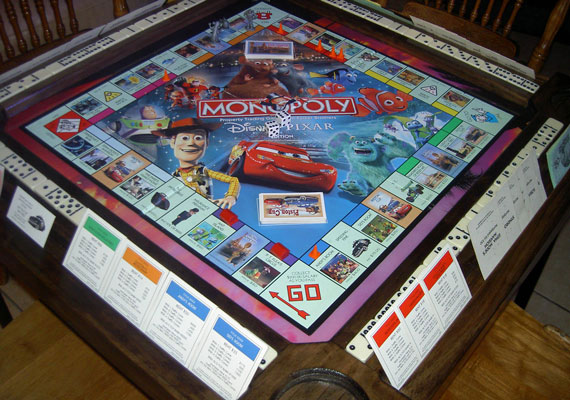 We can provide a number of other board games in our table frame.