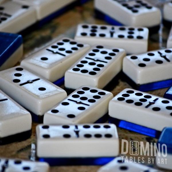 T022 Double Nine Dominos