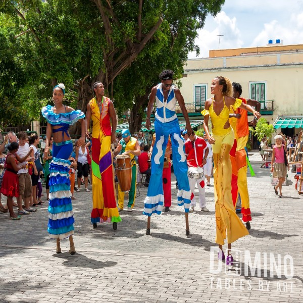 T028 Tropical Stilt Artists